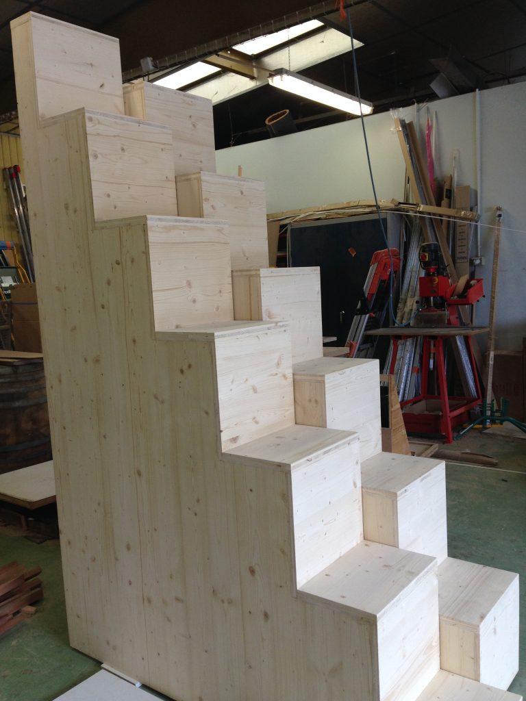 Escalier sur mesure menuiserie chazalon privas ard che - Escalier a pas decales ...